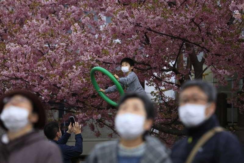 台灣2月仍有38萬片的N95口罩、逾1000萬片一般口罩輸出,主要銷往英國、日本。(資料照,美聯社)