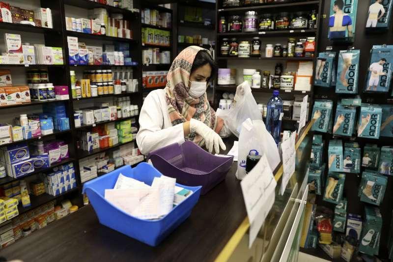 2020年2月,武漢肺炎(新冠肺炎)重創中東大國伊朗,確診與死亡病例不斷飆升(AP)