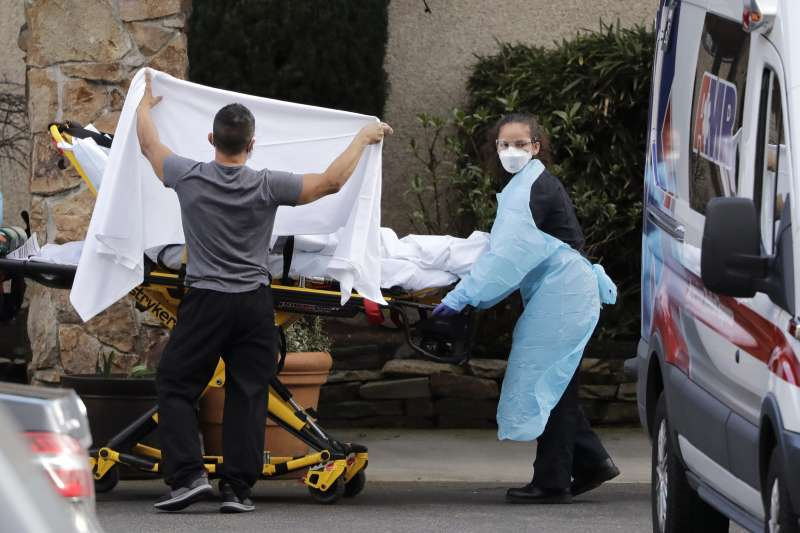 2020年2月28日,美國華盛頓州的柯克蘭生命醫療中心(Life Care Center of Kirkland)疑似出現大規模院內感染(AP)