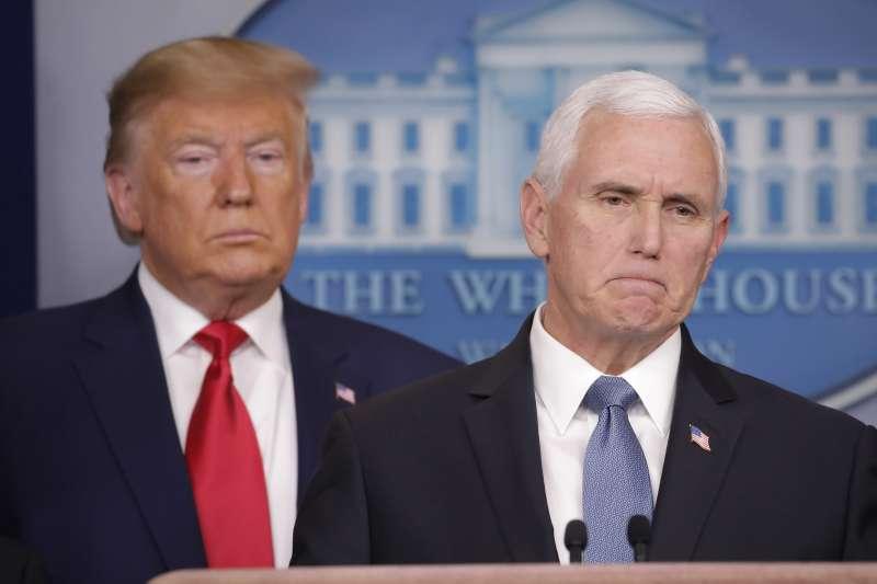 2020年2月29日下午,美國總統川普與副總統彭斯在白宮舉行記者會,說明美國新冠肺炎疫情最新情況。(AP)