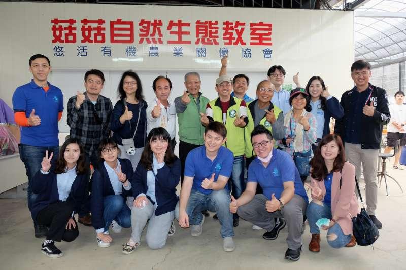 中華民國悠活有機農業關懷協會昨天舉辦「智輪電商有機農夫計畫」開訓典禮,這是台灣首個結合有機農業與弱勢關懷的社會企業商業模式。(圖/中華民國悠活有機農業關懷協會提供)