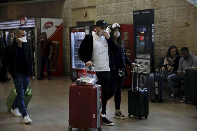 武漢肺炎:以色列機場的旅客都戴口罩(AP)