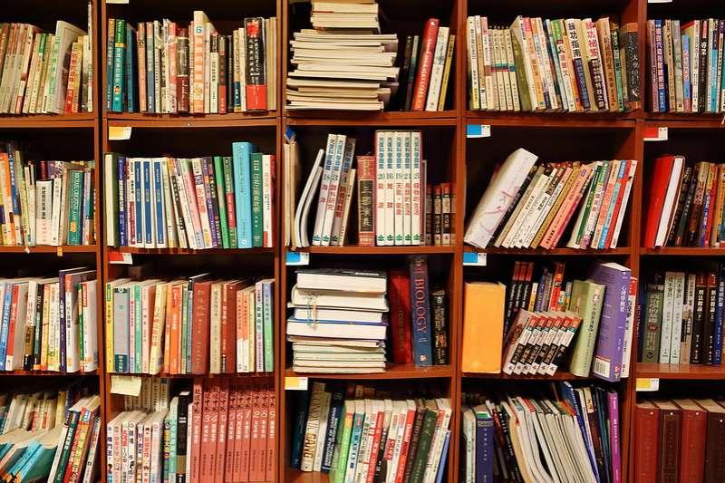 筆者認為即使免除消費稅,對於讀者購買書本閱讀的慾望並無顯著的助益。(資料照, flickr)