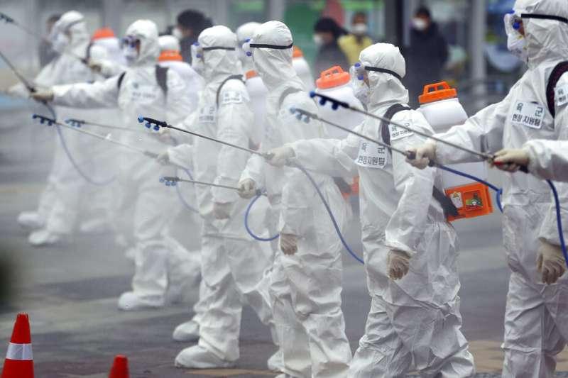 武漢肺炎疫情各地延燒,儼然已成為全球性的防疫戰爭。示意圖。(美聯社)