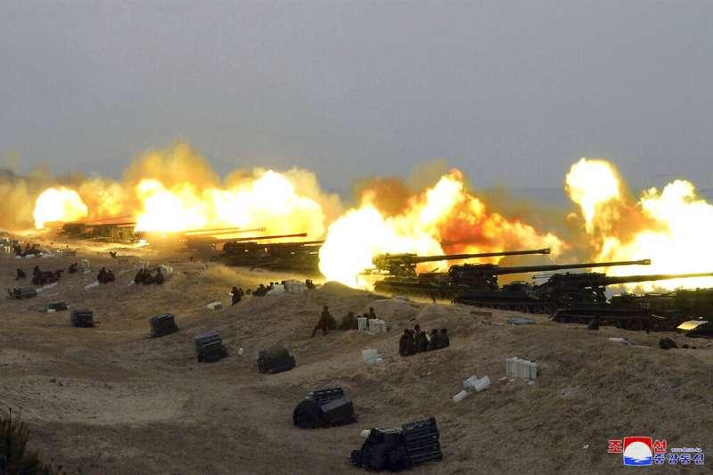 雖然武漢肺炎疫情在全球蔓延,但北韓目前尚未傳出確診,但2月28日還是舉行了軍演。(美聯社)