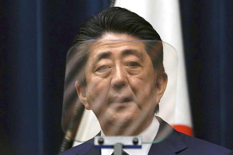 日本首相安倍晉三今晚與國際奧林匹克委員會(IOC)主席巴赫通電話,提議延後一年舉辦。(美聯社)
