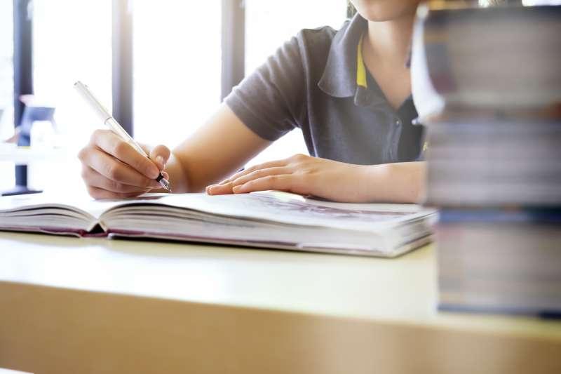 108課綱強調閱讀理解的「素養」命題方向,學生與家長該如何準備?(圖/Freepik)