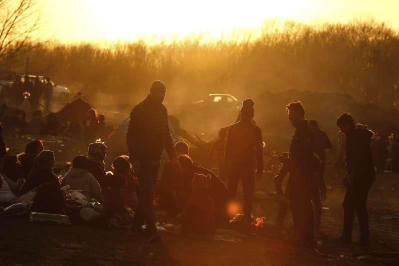 土耳其開放邊境,滯留難民試圖進入歐盟。(美聯社)