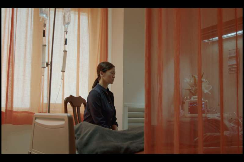 苗華川2019年導演電影《拔管》,透過11歲小男孩的視角,講述大人之間面臨至親生離死別時的幽微心境。(圖/苗華川)