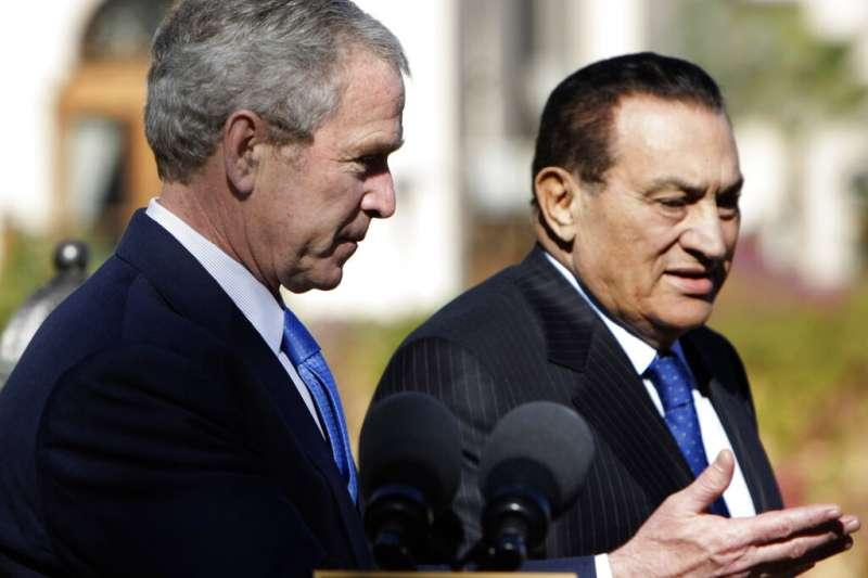 埃及總統穆巴拉克與美國總統小布希。(美聯社)