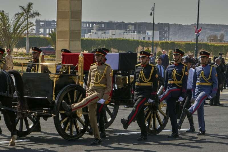 埃及前總統穆巴拉克2月26日下葬。(美聯社)