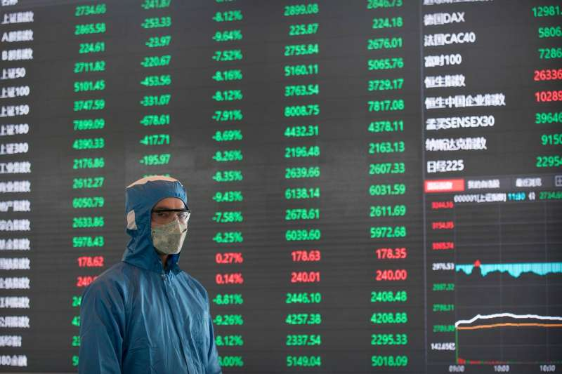 股市慘跌,讓華南永昌證券出現衍生性商品「爆倉」風波,拖延十餘日才公告,事件終於曝光。(AP)