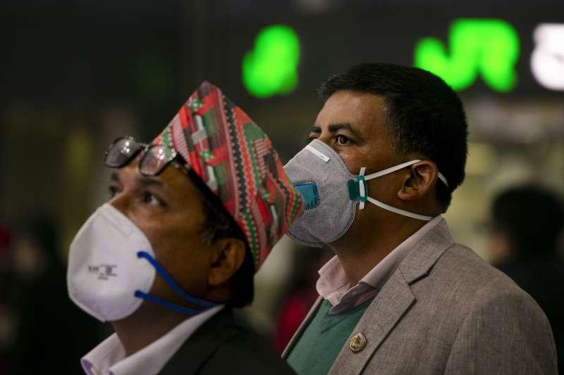 武漢肺炎:尼泊爾人戴口罩(AP)