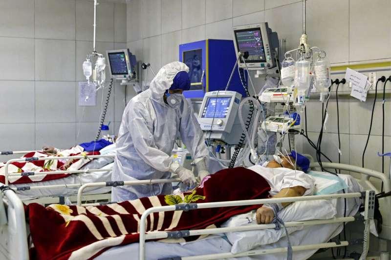 伊朗新冠肺炎疫情不斷攀升,對醫療體系造成極大負擔。(美聯社)