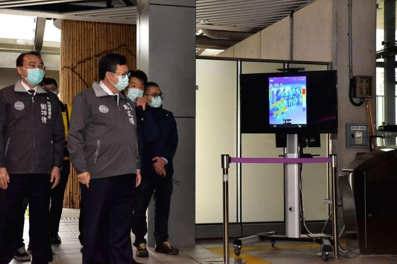 20200305-桃園機場捷運5日舉行放疫情境演練,桃園市長鄭文燦(右二)視察。(桃園捷運公司提供)