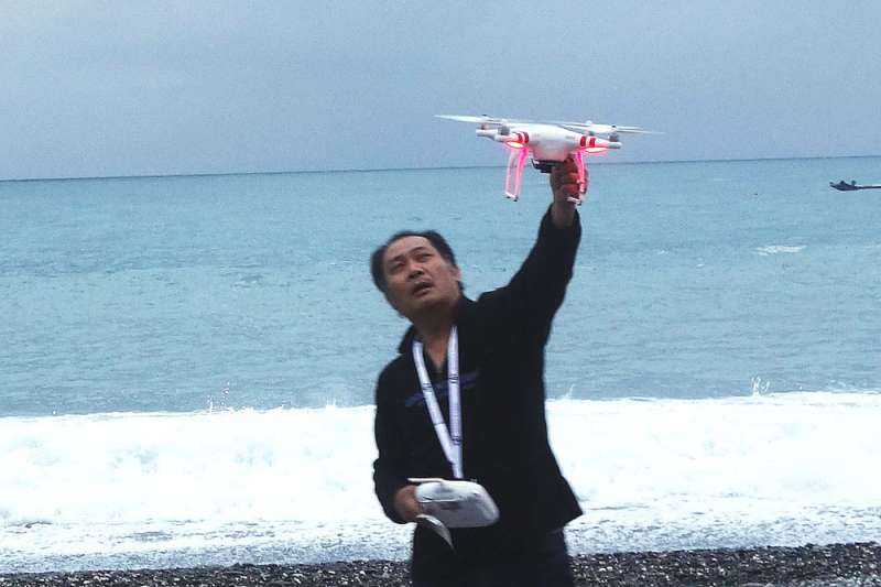 台灣正式納管無人機操作,民航局正持續彙整各縣市可飛行區域圖資。(林瑞慶攝)