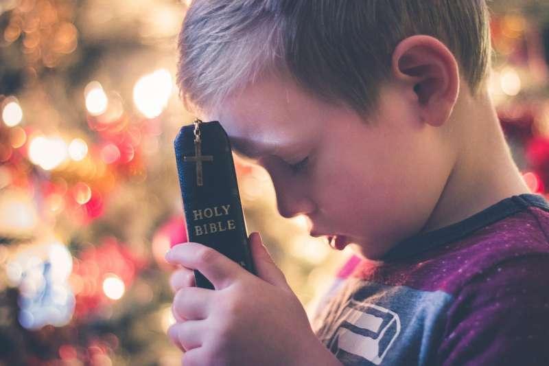聖經、祈禱、禱告、基督、男孩、男童。(圖/pixabay)