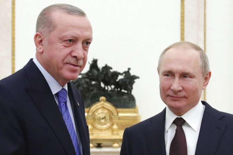 土耳其總統艾爾多安與俄羅斯總統普京5日在莫斯科會晤,簽署停火協議,在敘利亞伊德利卜省停火。(AP)