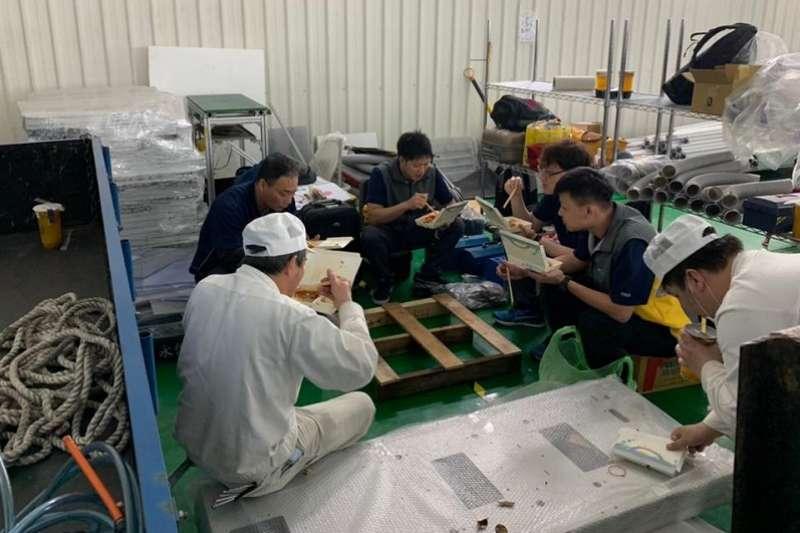 11日傳出1名任職台北市後備指揮部的李姓中校在擔任口罩生產督導官期間,盜取口罩1箱,數量達6000片。(資料照,取自殷琦臉書)