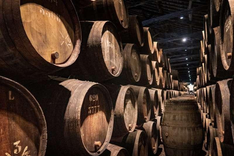 在威士忌的品項中有所謂的「原酒」,即是裝瓶時不加水稀釋的一種規格。(圖/unsplash)