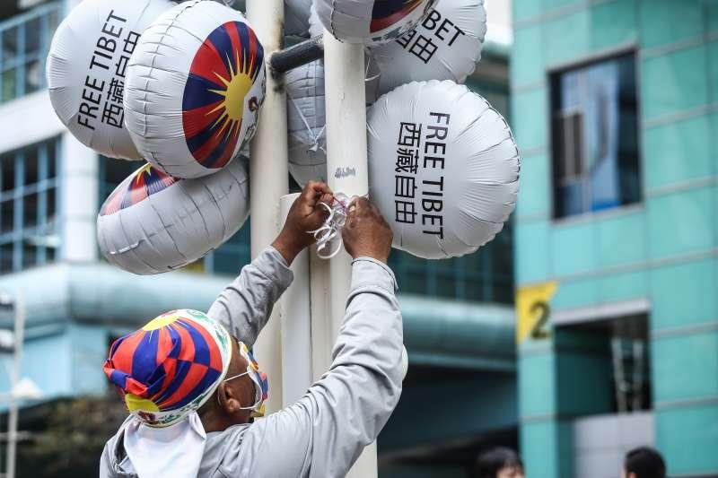 20200308-310西藏抗暴日61週年遊行活動,今年因應疫情特以戴上口罩並無聲靜默方式進行遊行活動。(陳品佑攝)