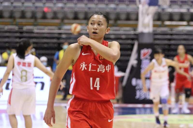 永仁高中擊敗南山高中,拿下109學年度HBL女子組季軍,鄭慧慈表現優異。(Double Pump女子籃球誌提供)