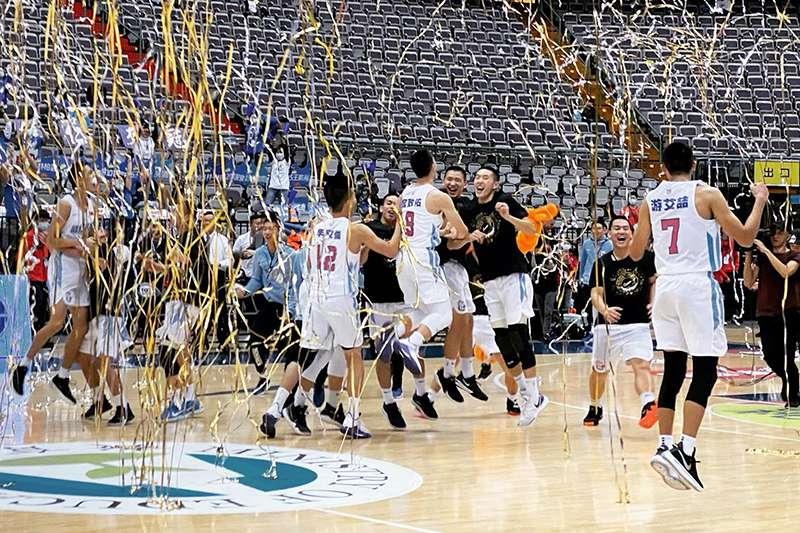 能仁家商在109學年度HBL男子組冠軍賽擊敗泰山高中,成功衛冕。(圖取自HBL高中籃球聯賽臉書粉絲頁)