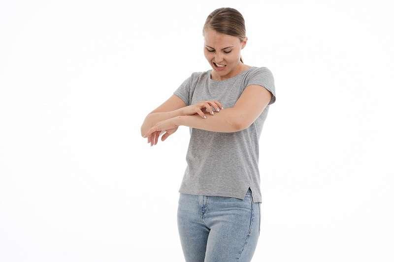 汗皰疹好發於春季轉夏季之際,屬於「急性溼疹」,症狀以手掌劇烈搔癢為主,不具有傳染性。(圖/pixabay)