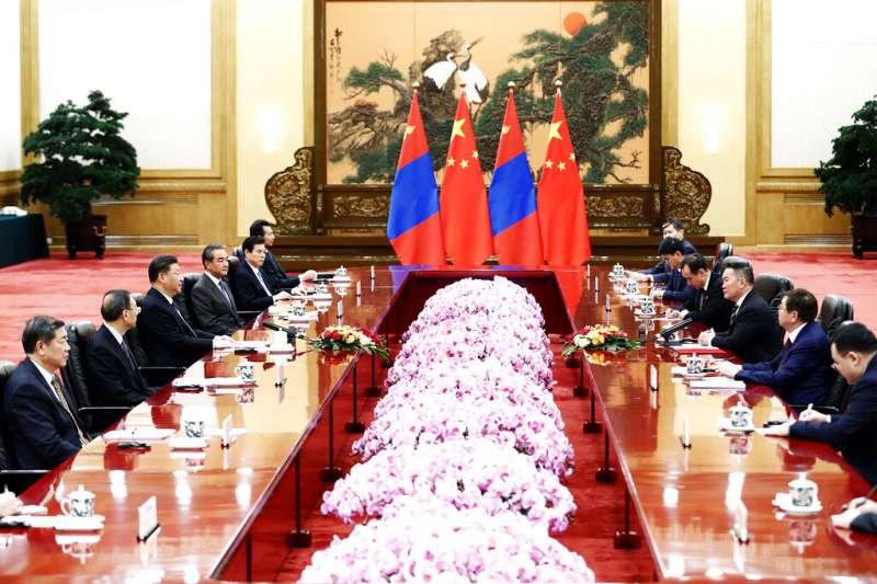 蒙古總統巴特圖勒嘎2月出訪中國,與習近平舉行雙邊會談。(美聯社)