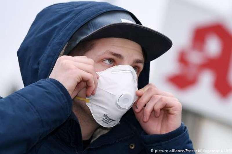 德國政府呼籲普通民眾無需戴口罩,要把它們留給醫護人員。(德國之聲)