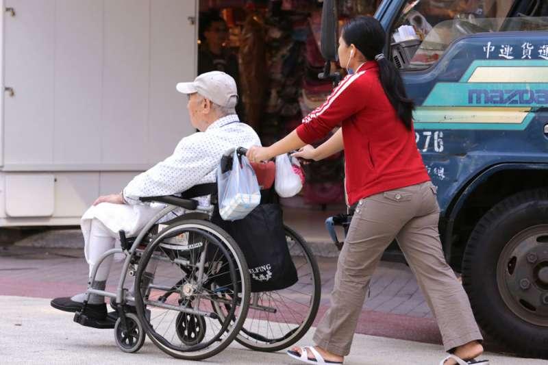 不少移工來到台灣,被雇主要求執行額外的工作。(新新聞資料照)