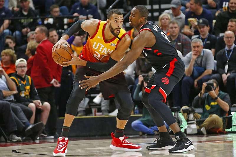猶他爵士法籍中鋒戈貝爾經過篩檢之後確定罹患武漢新冠病毒,NBA 官方也隨即宣布球季停賽。(美聯社)