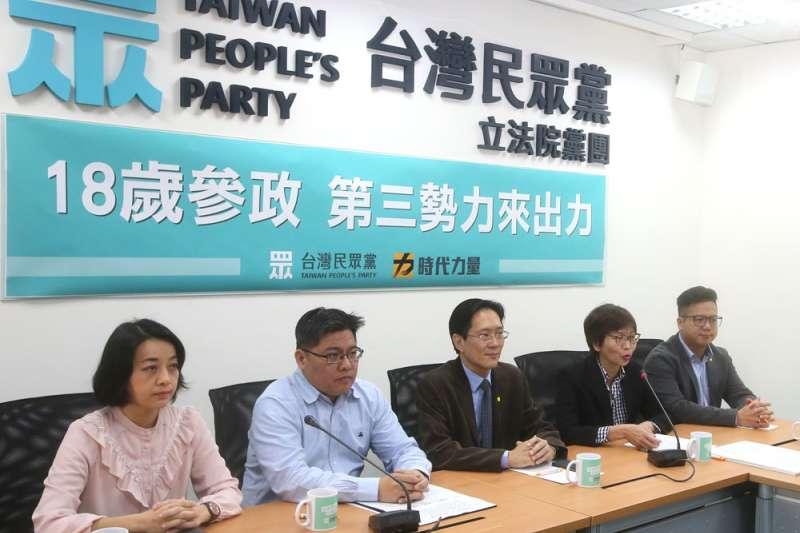 民眾黨與時力黨團共推修憲委員會,朝下修公民投票權的目標邁進。(柯承惠攝)