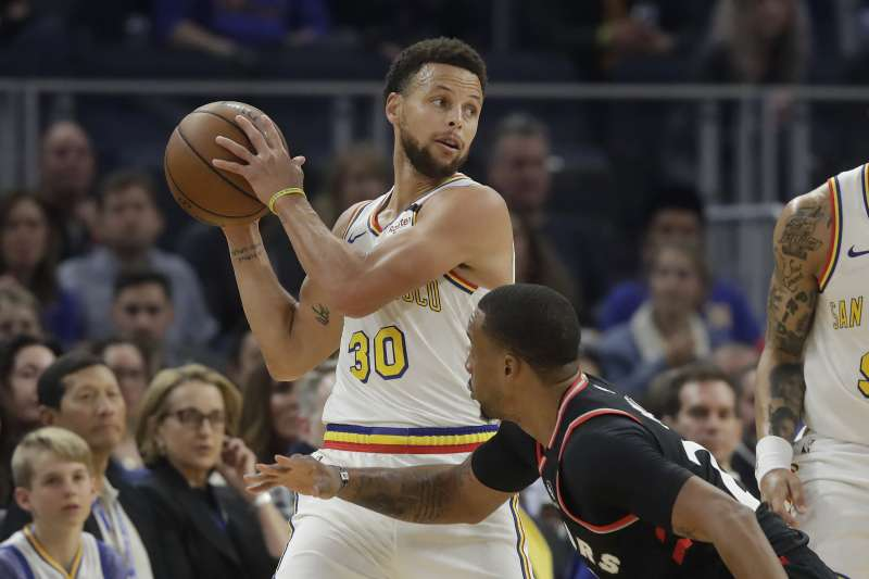 NBA停賽,勇士球星柯瑞每場損失千萬。(AP)