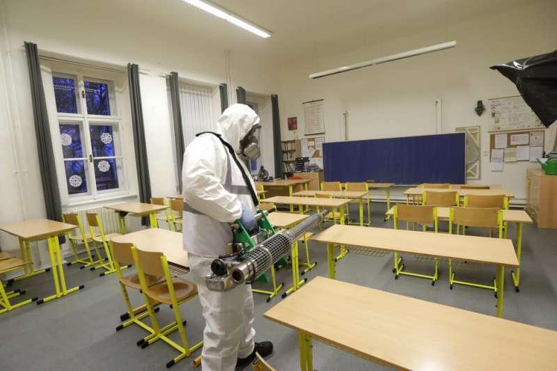 武漢肺炎(COVID-19、新冠病毒)肆虐,多國宣布停課。捷克全國學校已經關閉。(AP)