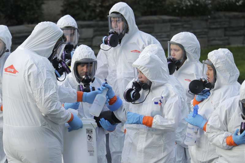 2020年3月,美國武漢肺炎(新冠肺炎)疫情升溫,公衛人員全力應戰(AP)