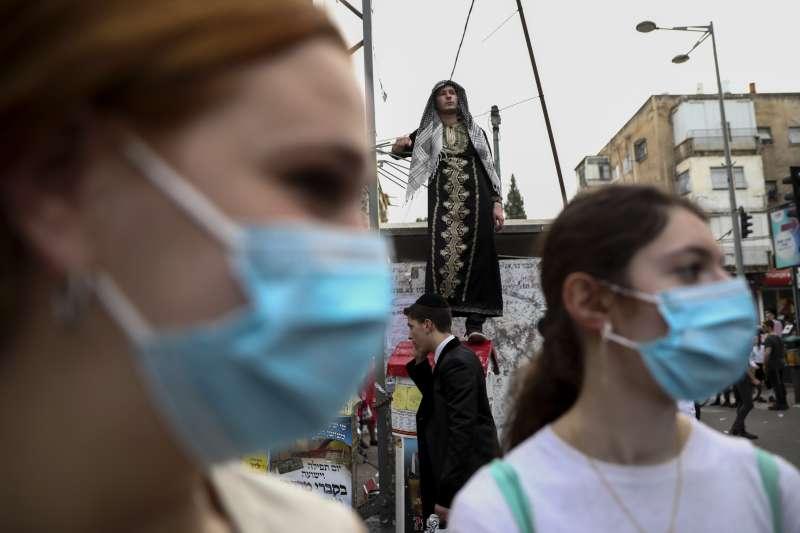 武漢肺炎:以色列猶太少女戴口罩(AP)