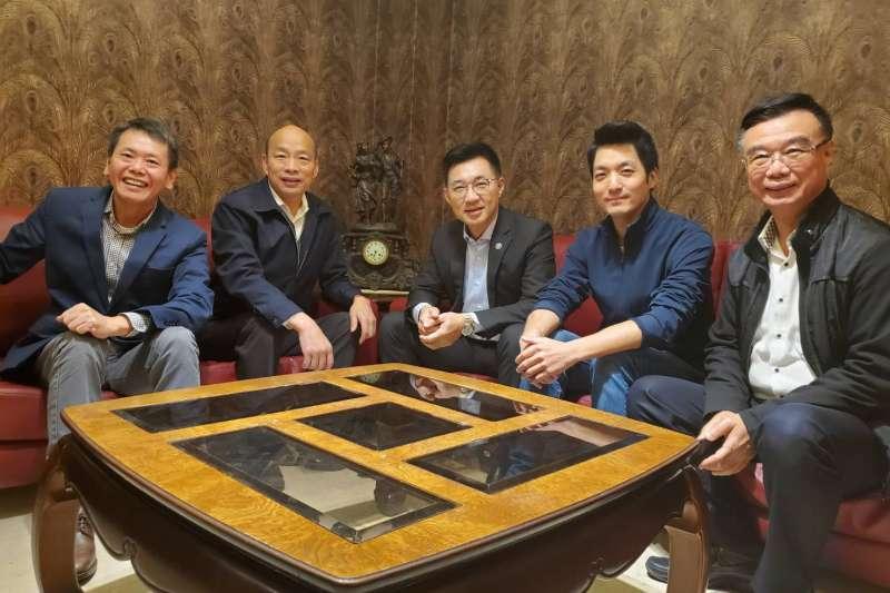 國民黨新任主席江啟臣(中)與立院黨團幹部一起到高雄拜會市長韓國瑜(左二),不過,對於罷韓,國民黨能幫的忙極為有限。(高雄市政府提供)