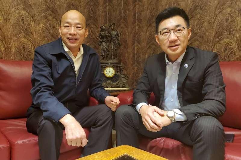 國民黨新任主席江啟臣(右)15日與立院黨團幹部一起到高雄拜會市長韓國瑜(左)。(高雄市政府提供)