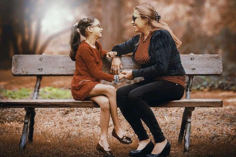 家庭教育的本質,不是教化,是交流與理解。能讓孩子釋放負面情緒的家庭,溫暖有愛;懂得聆聽的父母,也懂教育。(圖/pixabay)