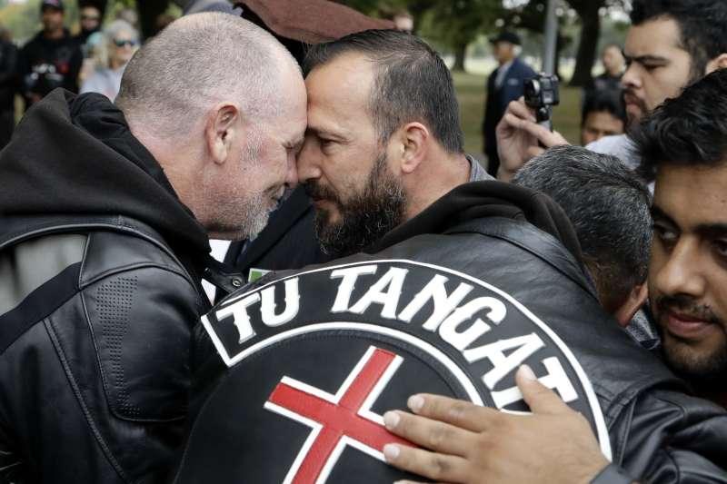 紐西蘭毛利人的碰鼻禮(AP)