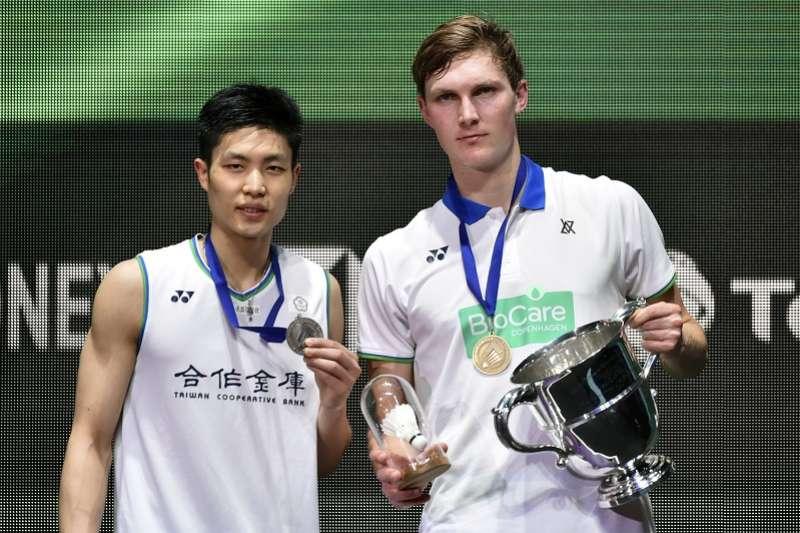 台灣羽球一哥周天成15日在2020全英羽球公開賽男單決賽,不敵丹麥前世界球王安賽龍,獲得亞軍。(美聯社)