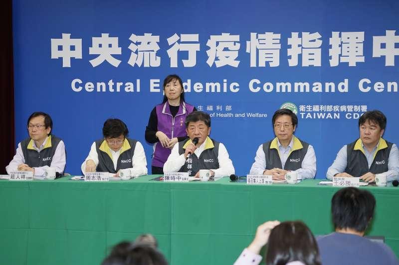 20200209-中央流行疫情指揮中心9日召開記者會,指揮官陳時中(左三)出席。(盧逸峰攝)