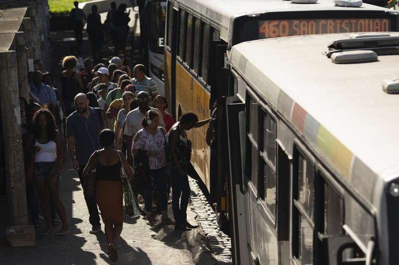 巴西州立監獄傳出大規模逃獄,起因是獄方為了防疫理由,取消復活節假期與親屬會面而引發暴動。示意圖非當事人(AP)