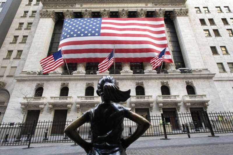 華爾街紐約證券交易所外的「無畏女孩」雕像。(美聯社)