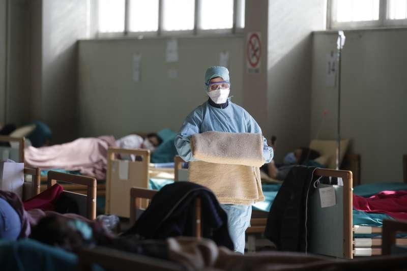 義大利新冠肺炎疫情一發不可收拾,為醫療體系帶來沉重負擔(AP)