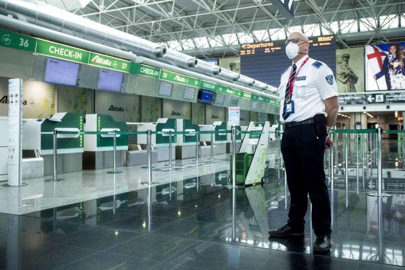 由於疫情使得運量大幅減少,義大利的羅馬-菲烏米奇諾「李奧納多·達文西」機場的第一航廈已暫時關閉。(美聯社)