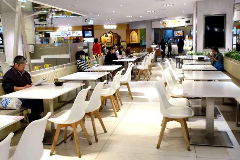 大部分的日本餐飲業者都覺得,他們這一行是「高風險、低報酬」;但相反的,大部分消費者都覺得餐飲業非常的好賺,但事實上餐飲業者大部分賺的錢都拿去支付營業費用了。(林瑞慶攝)