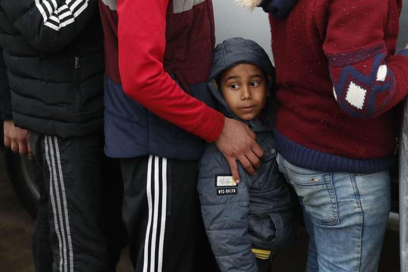 敘利亞難民。歐盟因防疫關閉外部邊界,難民營內的防疫狀況也成關注點。(AP)