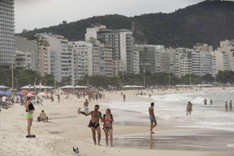 武漢肺炎:巴西里約熱內盧進入緊急狀態,要求民眾避免到海灘遊玩(AP)